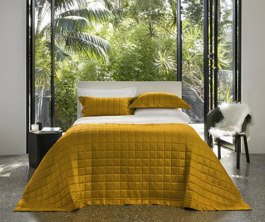 Baksana - Allure Comforter Set - Gold