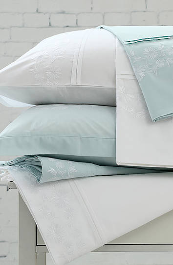 MM Linen Daisy Chain White Sheet Set