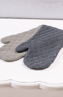 Bianca Lorenne  Manique Oven Mitts