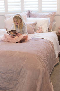 MM Linen Bows Bedspread Set